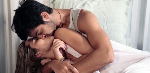 13fev2014-em-alem-do-horizonte-lili-e-marlon-acordam-aos-beijos-apos-noite-de-amor-1392288487051_615x300